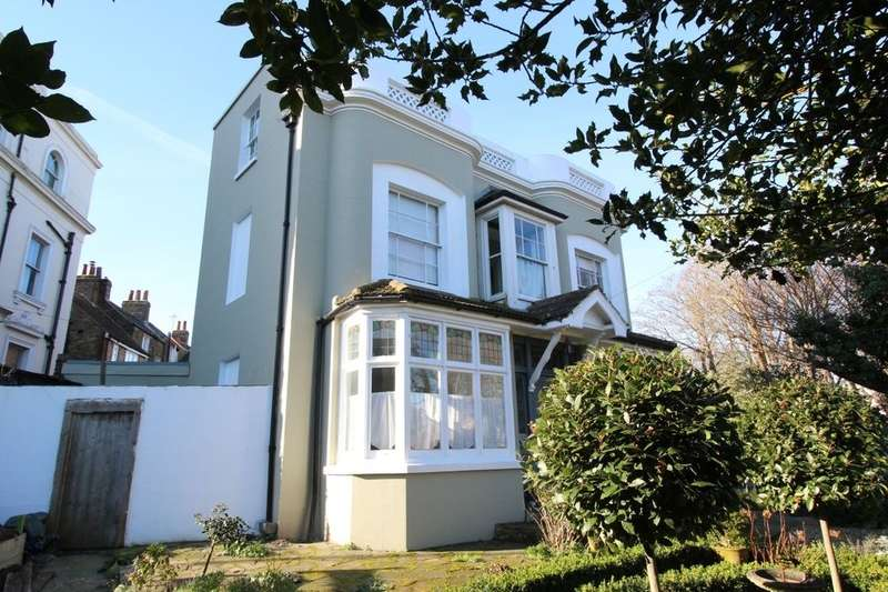 5 Bedrooms Detached House for sale in Vale Square, Ramsgate, CT11