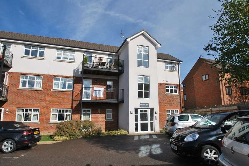 1 Bedroom Flat for sale in Hawkes Court, Cameron Road, Chesham, HP5