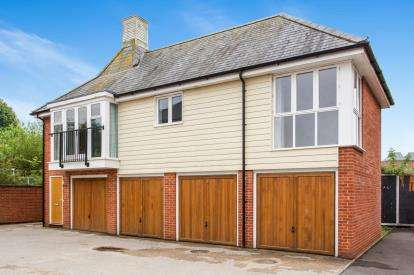2 Bedrooms Flat for sale in Romsey, Hampshire