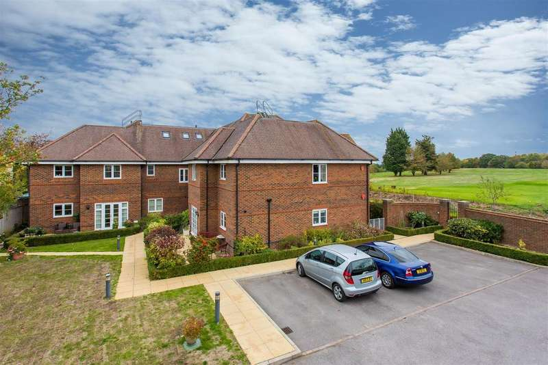 3 Bedrooms Apartment Flat for sale in Green Place, Links Road, Flackwell Heath