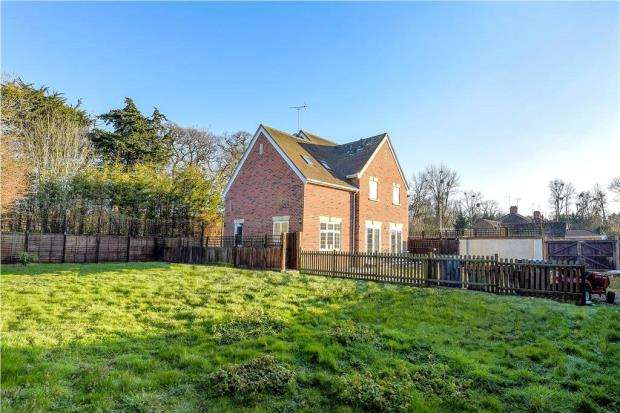5 Bedrooms Detached House for sale in Hatchet Lane, Winkfield, Berkshire
