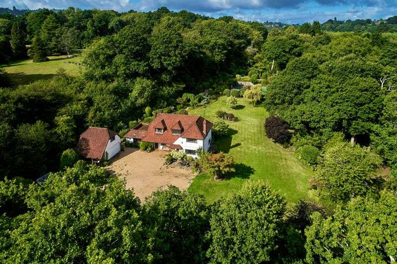 4 Bedrooms Property for sale in Holdfast Lane, Haslemere