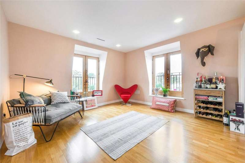 3 Bedrooms Flat for sale in Holloway Road, Holloway, London