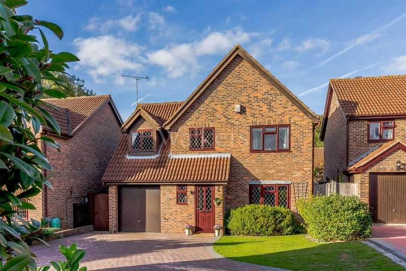 4 Bedrooms Detached House for sale in Boleyn Close, Billericay