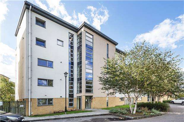 2 Bedrooms Flat for sale in Curness Street, LONDON, SE13