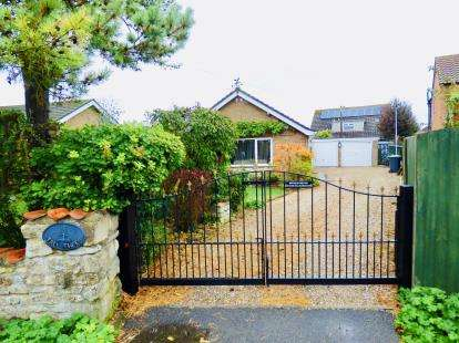 2 Bedrooms Bungalow for sale in Pottergate Road, Navenby, Lincoln, Lincolnshire
