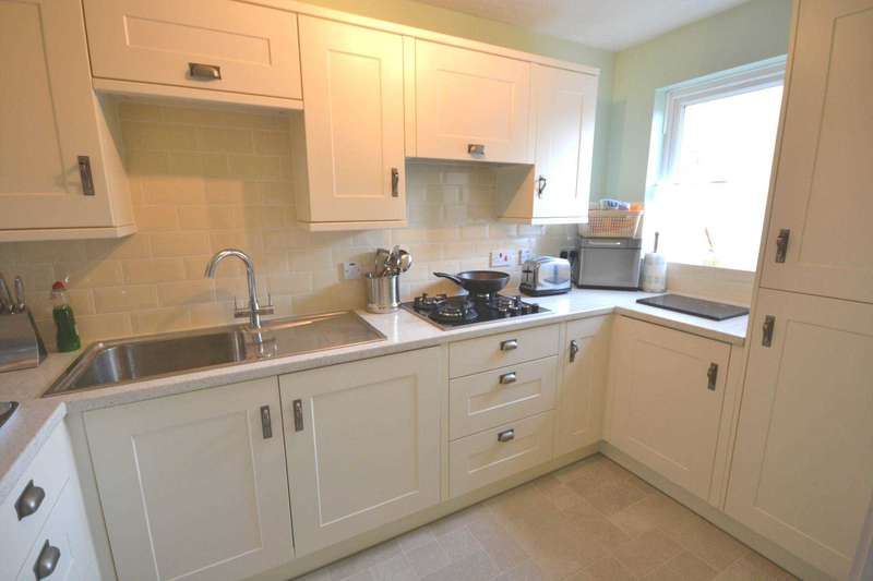 2 Bedrooms Terraced House for sale in Bowes Road, Thatcham