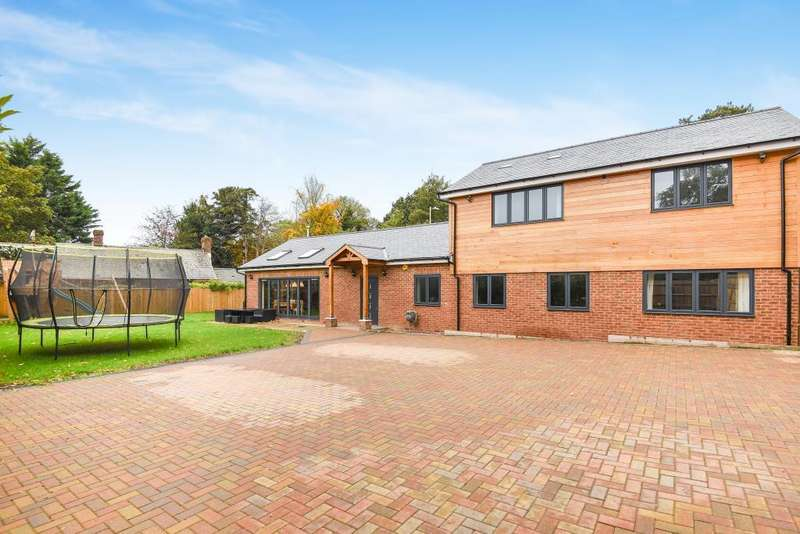 4 Bedrooms Detached House for sale in Newbury Road, Headley, RG19