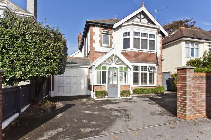 6 Bedrooms Detached House for sale in Stour Road, Christchurch BH23