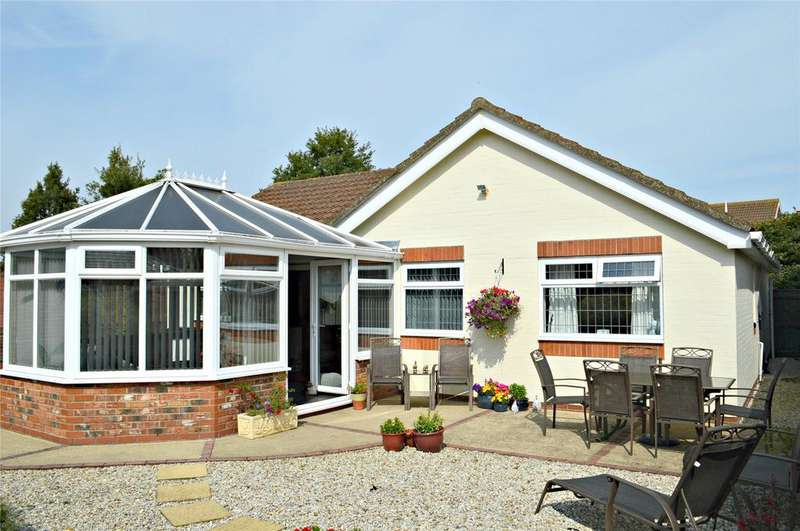 3 Bedrooms Detached Bungalow for sale in Greenfinch Drive, Cleethorpes, North East Lincolnshire, DN35