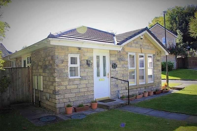 3 Bedrooms Detached Bungalow for sale in Howards Meadow, Simmondley, Glossop