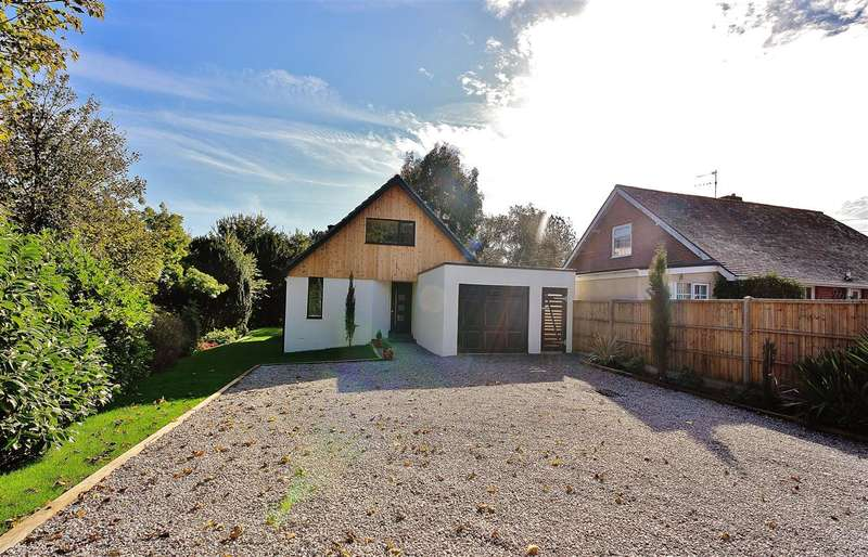 4 Bedrooms Bungalow for sale in New Road, Northbourne, Bournemouth