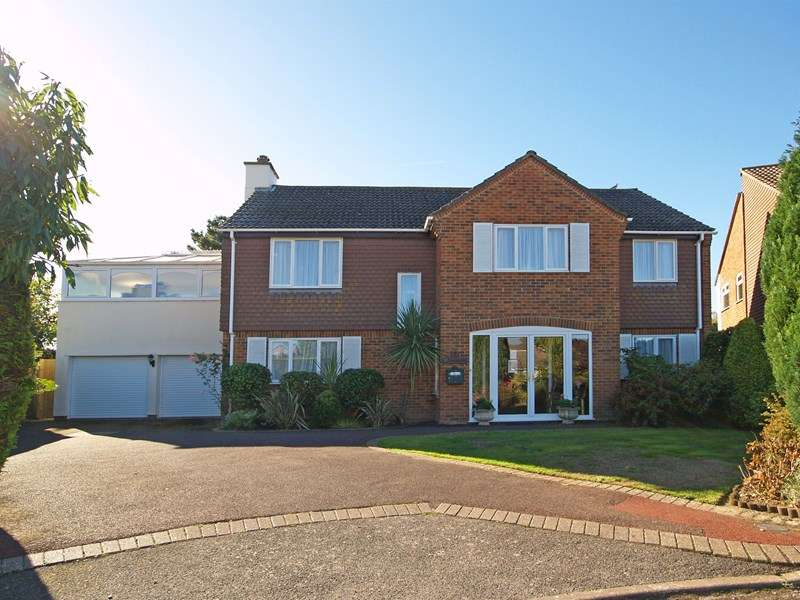 5 Bedrooms Detached House for sale in Vecta Close, Friars Cliff, Christchurch