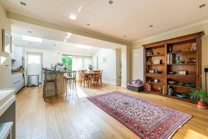 3 Bedrooms Semi Detached House for sale in Lorne Gardens, Wanstead