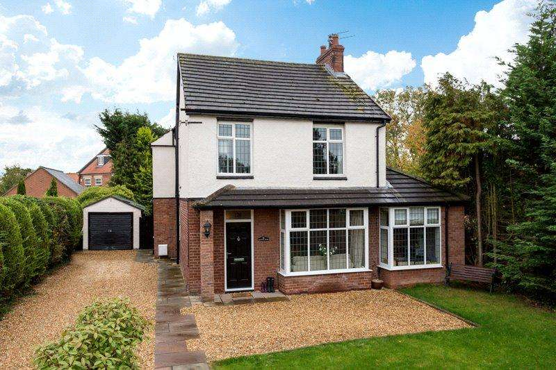 4 Bedrooms Detached House for sale in Strensall Road, Earswick, York, YO32