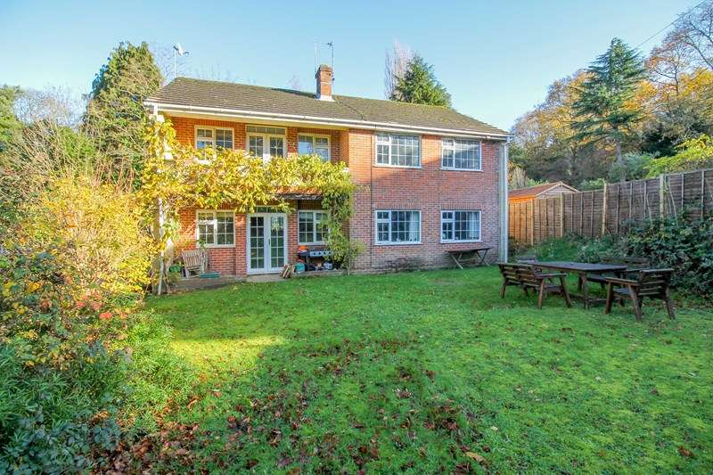 5 Bedrooms Detached House for sale in Hill Brow Road, Hill Brow, Liss
