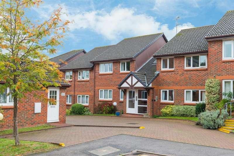 2 Bedrooms Flat for sale in Acorn Drive, Wokingham