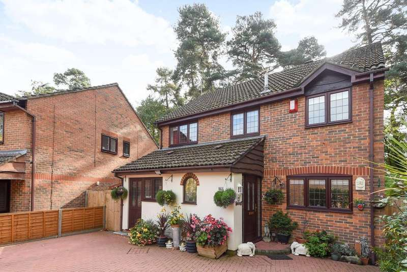 4 Bedrooms Detached House for sale in Crowthorne, Berkshire, RG45
