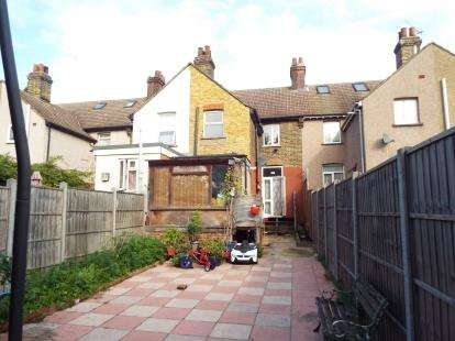 2 Bedrooms Terraced House for sale in London Road, Purfleet, Essex