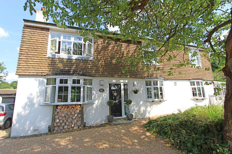 4 Bedrooms Detached House for sale in Soake Road, Denmead