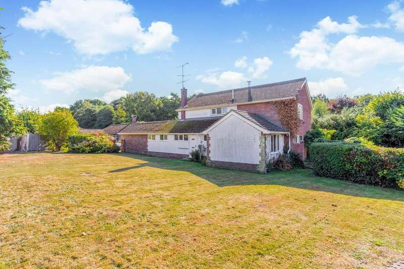 4 Bedrooms Detached House for sale in Springwood Lane, Burghfield Common, Reading, RG7