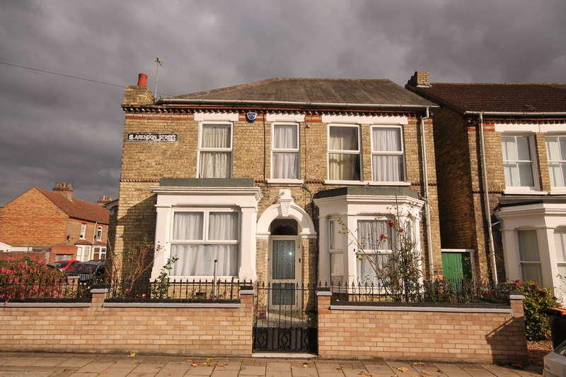 4 Bedrooms Detached House for sale in Clarendon Street, Bedford, MK41
