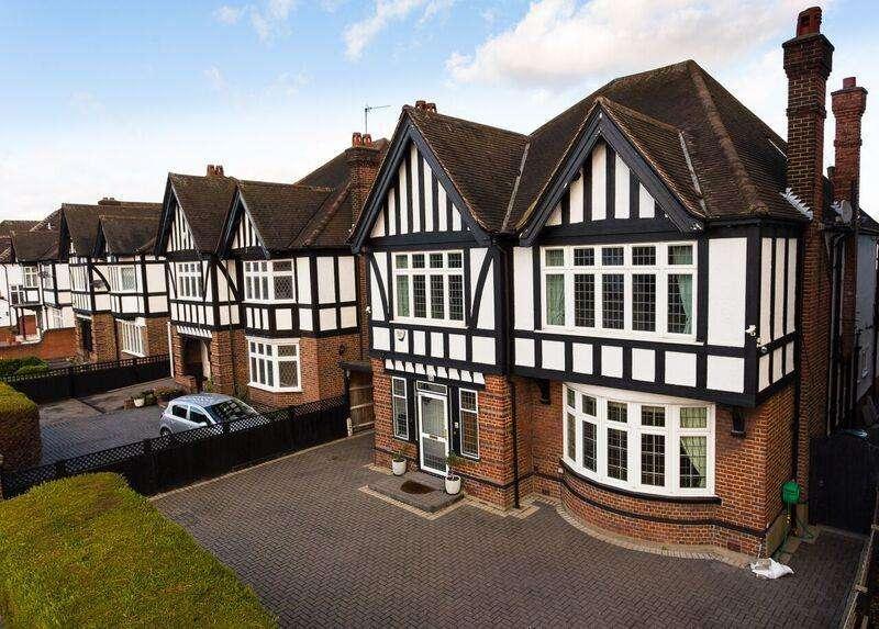 4 Bedrooms Detached House for sale in Gunnersbury Avenue, Ealing, London