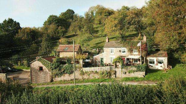 3 Bedrooms Detached House for sale in With Two Holiday Cottages, Blakeney Hill, BLAKENEY