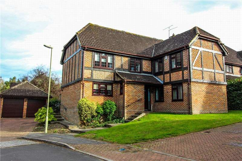 5 Bedrooms Detached House for sale in Catesby Gardens, Yateley, Hampshire, GU46
