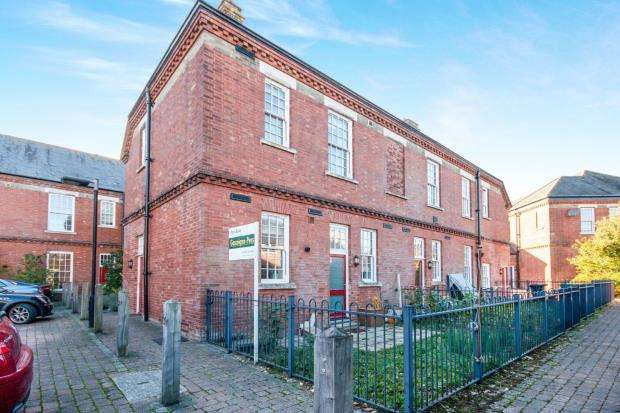 2 Bedrooms Terraced House for sale in Limes Park, Basingstoke, Hampshire