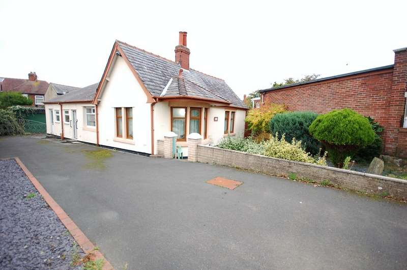 3 Bedrooms Detached Bungalow for sale in Hawes Side Lane, Blackpool