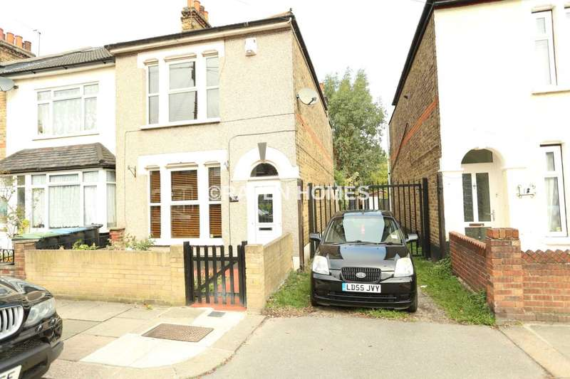 3 Bedrooms Semi Detached House for sale in Alston Road, London