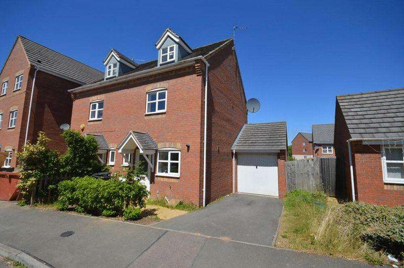 3 Bedrooms Semi Detached House for sale in Saxthorpe Road, Leicester