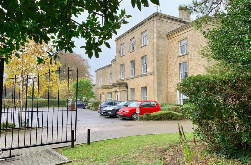 2 Bedrooms Flat for sale in Chesterton Lane, Cirencester