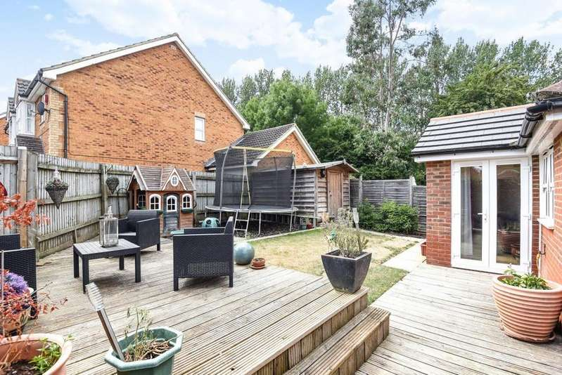 4 Bedrooms Detached House for sale in Arborfield, Reading, RG2