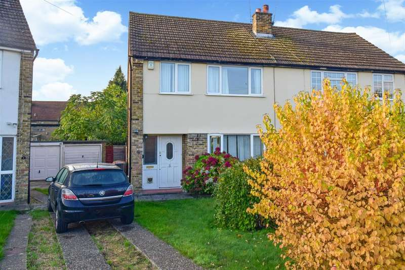 3 Bedrooms Semi Detached House for sale in Hurst Road, Near Burnham, Slough, SL1