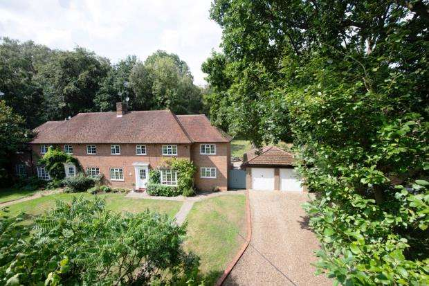4 Bedrooms Semi Detached House for sale in Ottershaw, Surrey