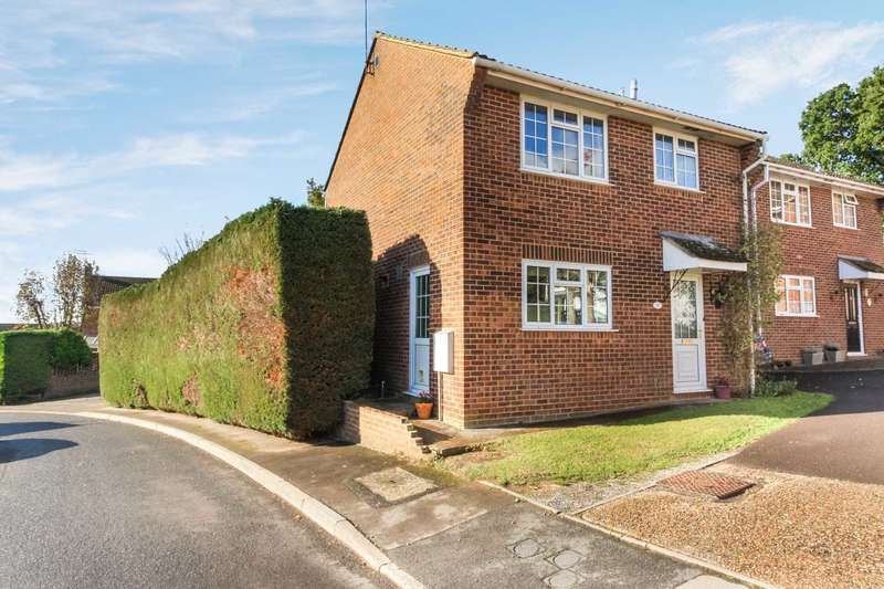 3 Bedrooms Detached House for sale in Ramsbury Close, Blandford Forum