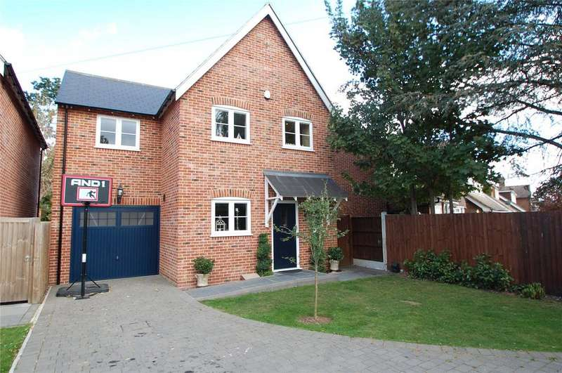 3 Bedrooms Detached House for sale in Thorncroft, Hornchurch, RM11