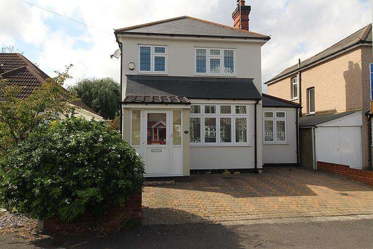 4 Bedrooms Detached House for sale in Argyle Gardens, Upminster, Essex, RM14