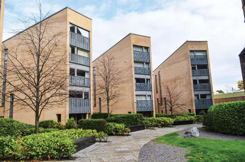 2 Bedrooms Flat for sale in St Francis Rigg, Flat 2/1, New Gorbals, Glasgow, G5 0UF