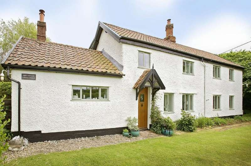 4 Bedrooms Detached House for sale in New Road, Ashwellthorpe