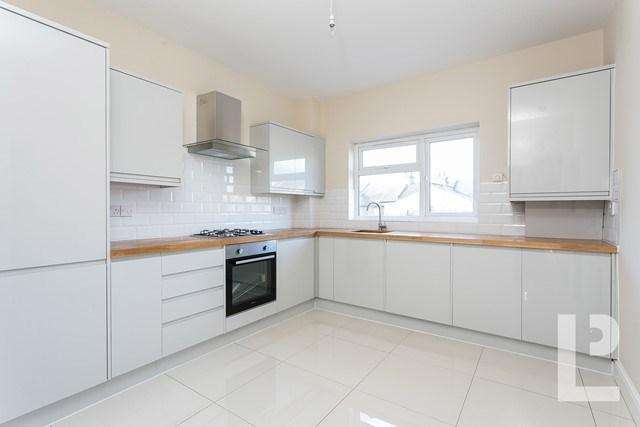 2 Bedrooms Flat for sale in Claude Road, Leyton, Leyton, E10