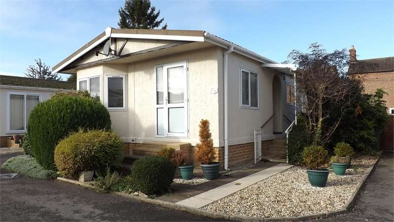 2 Bedrooms Park Home Mobile Home for sale in Dursley Road, Cambridge, Gloucester