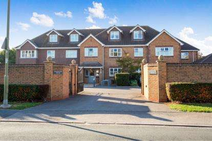 2 Bedrooms Flat for sale in Manor Road, Hayling Island, Hampshire