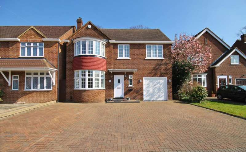 4 Bedrooms Detached House for sale in Elizabeth Way, Hanworth Park, Middlesex, TW13