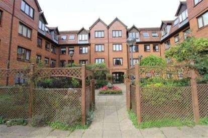 1 Bedroom Flat for sale in Rosebery Court, Water Lane, Leighton Buzzard, Bedfordshire