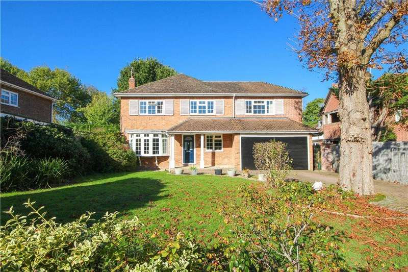 5 Bedrooms Detached House for sale in Williams Way, Fleet, Hampshire, GU51