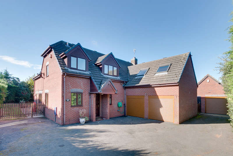 5 Bedrooms Detached House for sale in Hinton Fields, Bournheath, Bromsgrove, B61 9HT