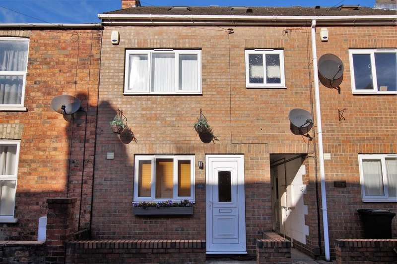 3 Bedrooms Terraced House for sale in Gray Street, Lincoln